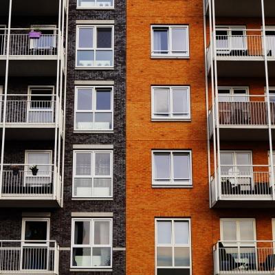 Dolt fel, Är en högre månadsavgift ett dolt fel i en bostadsrätt?, Rättsakuten